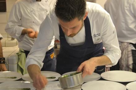 Italiaanse kok aan het werk